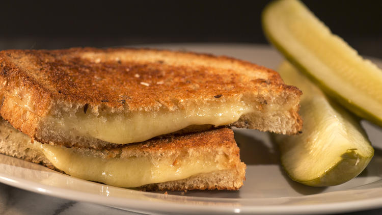 People Who Eat Grilled Cheese Have More Active Love Lives
